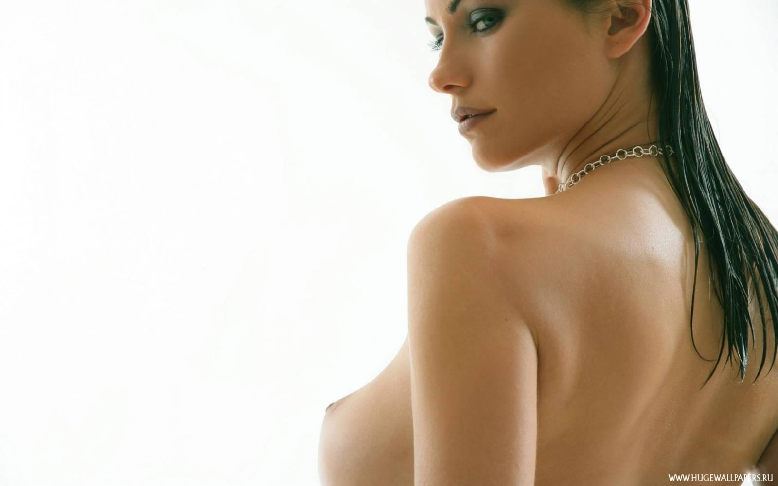 Смотреть бесплатно маленькие женские груди 11 фотография